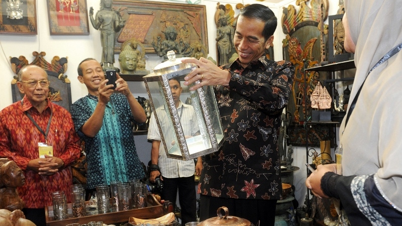 President Joko Widodo attending the Inacraft exhibition in Jakarta. Photo taken from the State's secretariat official office.