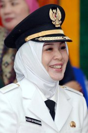 Illiza Sa'aduddin Djamal mayor of Banda Aceh.