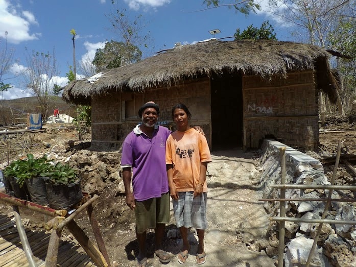 Benadus Missa and his wife in front of their house in East Nusa tenggara province, Photo: Sonang Elyas/BIRU