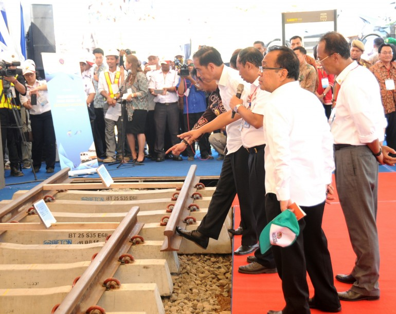 Jokowi and railways. Photo courtesy of www.http://setkab.go.id/